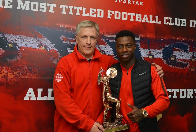 Quincy Promes was awarded with gladiator statuette